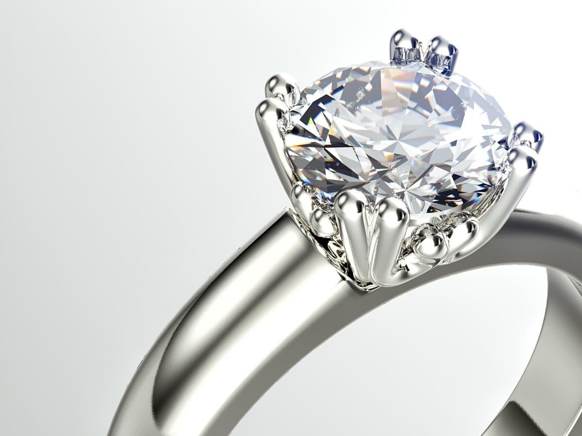 鉑金是比黃金珍貴稀有的貴金屬,銀白色外觀硬度適中常作為戒台