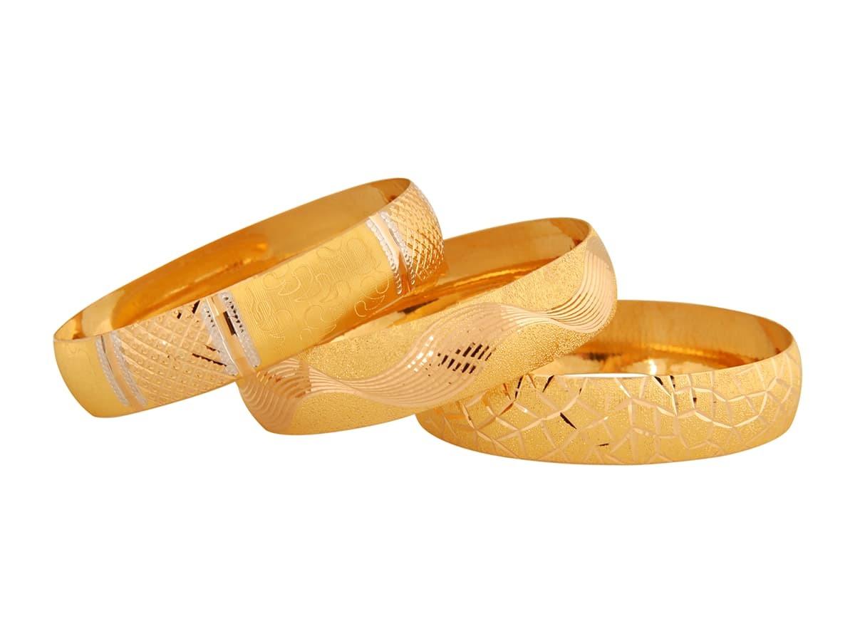 一體成型的金鐲子,長輩不用多費心力就能輕鬆戴上