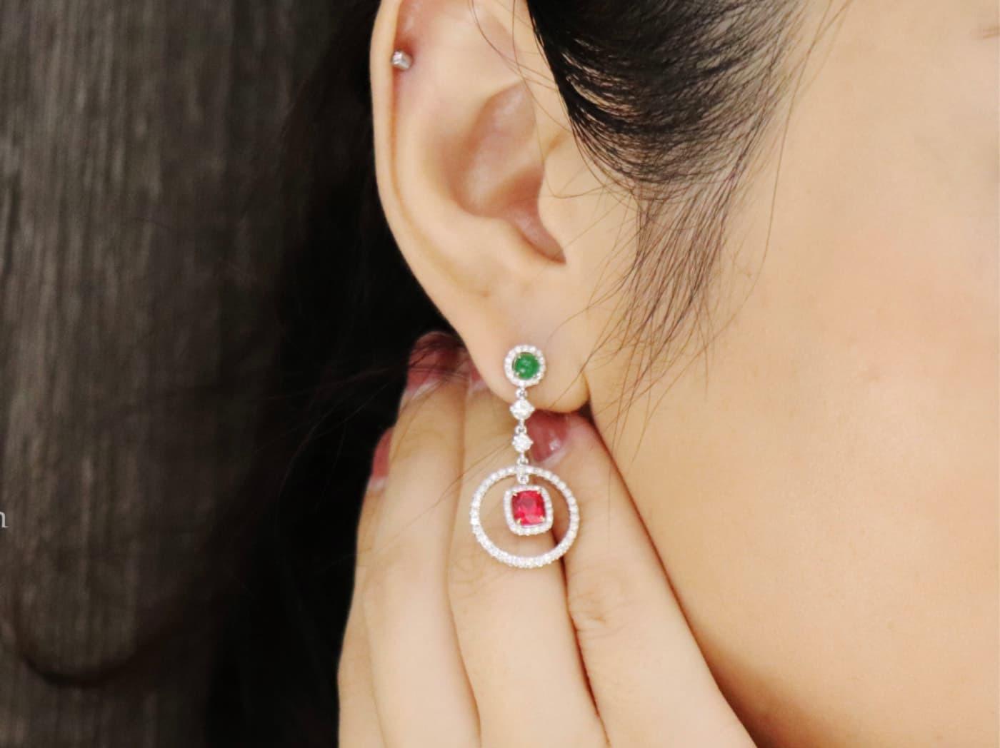 暖色調肌戴色彩鮮豔的寶石可以增加氣色。