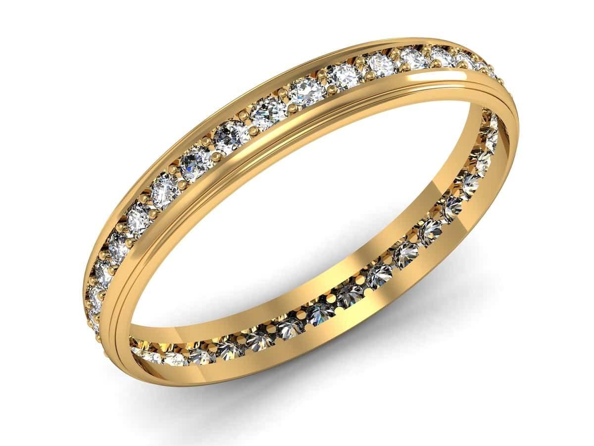 14K金常用來鑲嵌鑽石與寶石,婚戒款式變化多端,且價格比18K金親民。