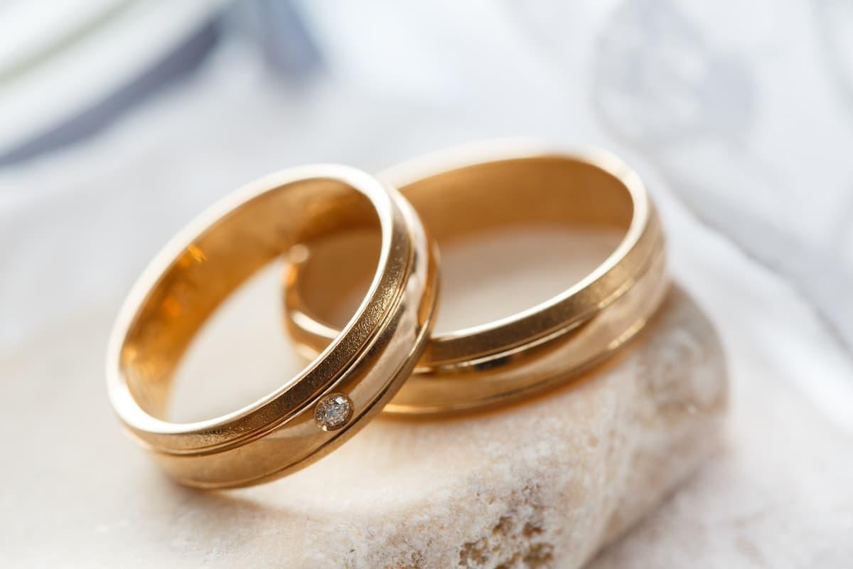 想知道戒指含金量多少?看看戒指內圈的數字。750代表75%的純金含量也就是俗稱的18K金。