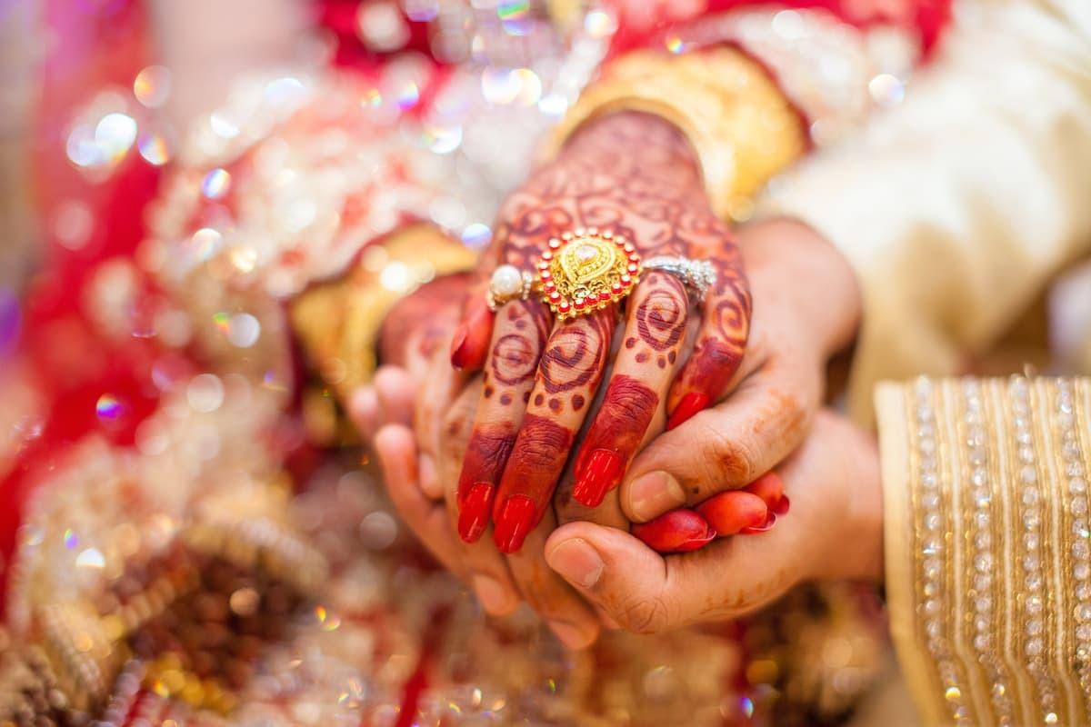 22K含金量高達9成,可以做成各式浮誇的黃金飾品,深受部分東南亞國家、印度與中東地區的婦女喜愛。