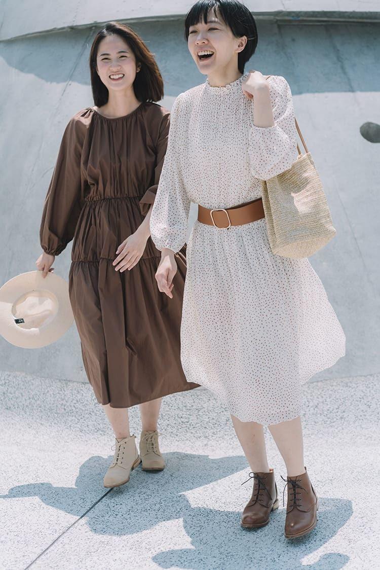 兩位穿著洋裝的少女