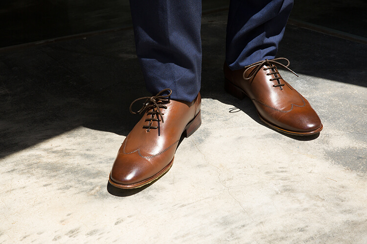 陽光下的翼紋牛津鞋