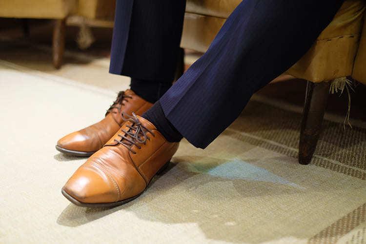 橫式得比鞋