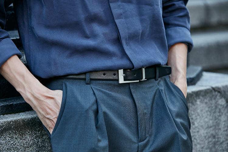 藏青色系搭配黑皮帶