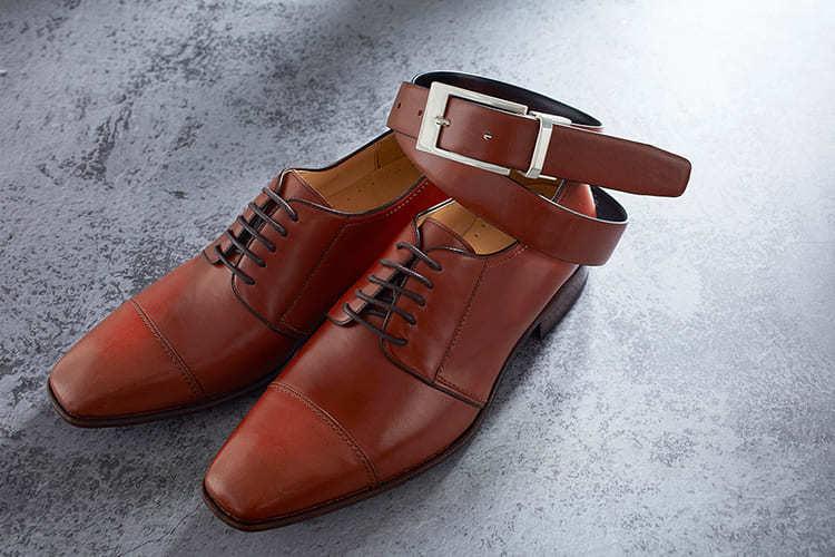 咖啡色有很多色階 盡可能找到最接近鞋子色階的皮帶做搭配