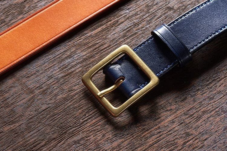 休閒皮帶頭會比較厚重 古銅 黃銅是很常使用的元素