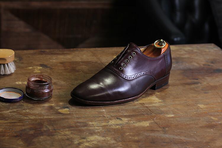 鞋面會產生光澤