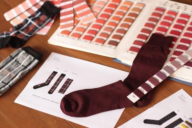 紅色襪子與色票