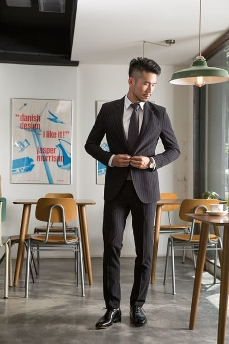 黑色西裝搭配黑色牛津鞋