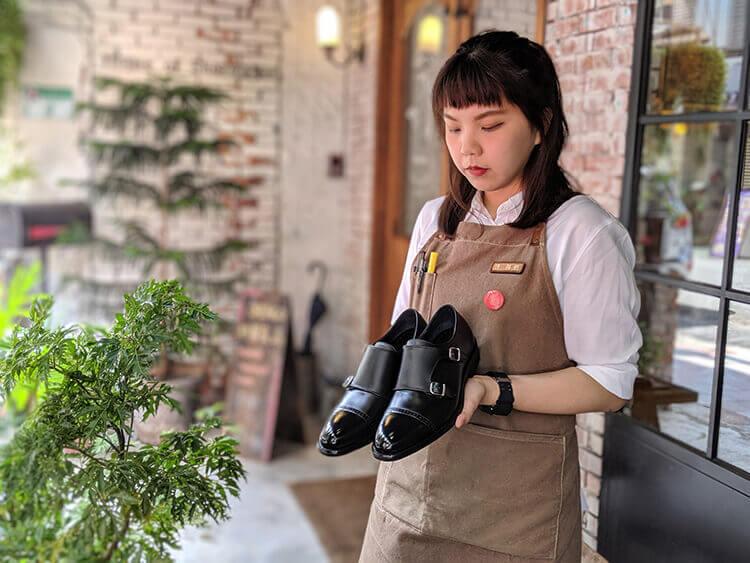 台北東門店林姸推薦-橫飾雕孔雙扣孟克鞋