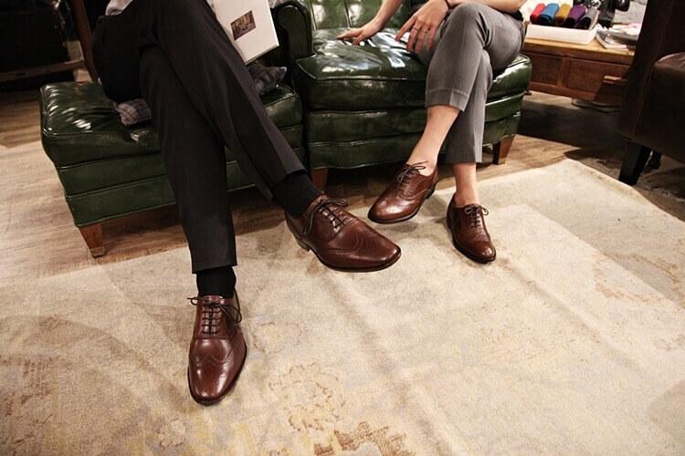 一男一女示範咖啡色牛津鞋