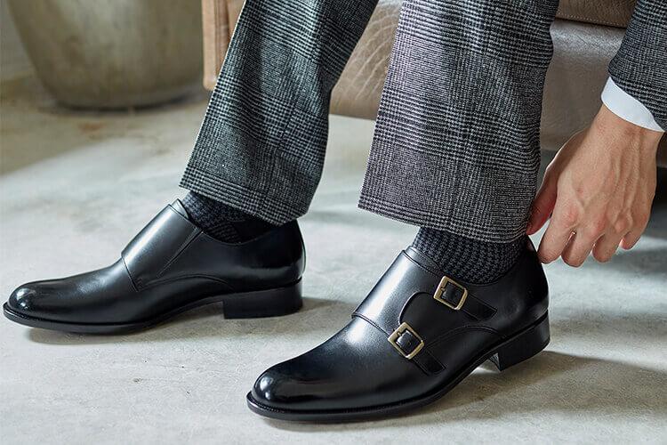 灰色格紋西裝與孟克鞋