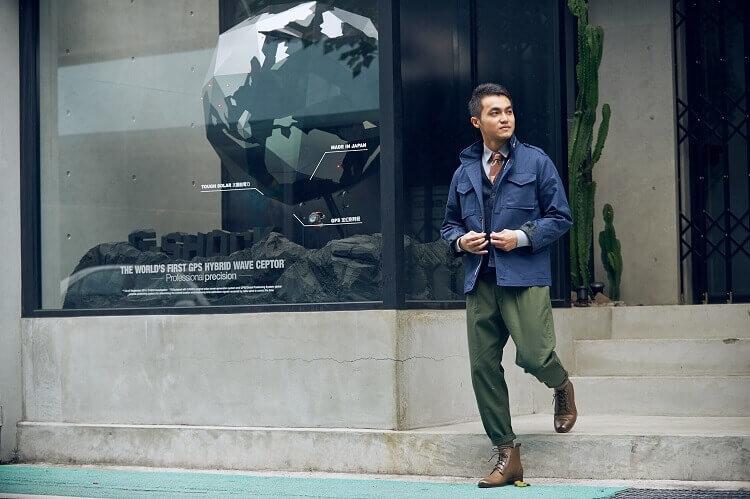 一名工裝打扮的男人穿日式軍靴