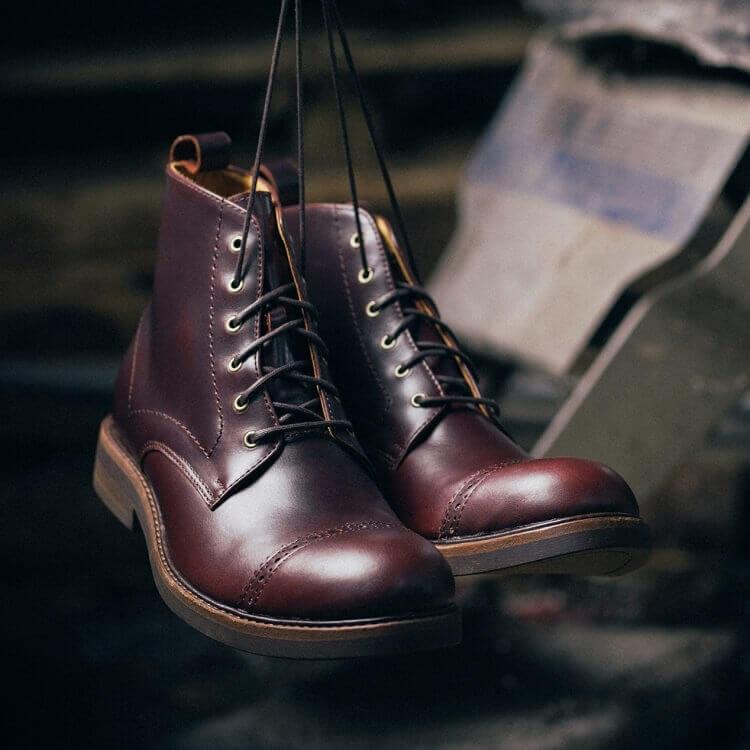 紳感橫飾工作靴濃淬咖