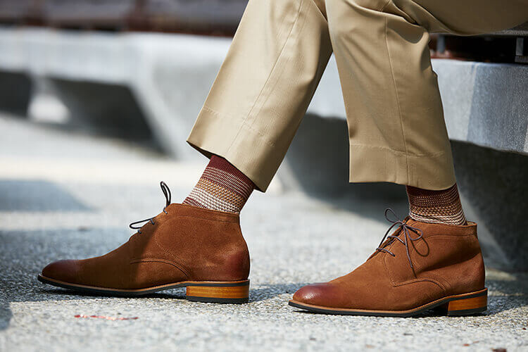 林果花襪與駱駝棕查卡靴