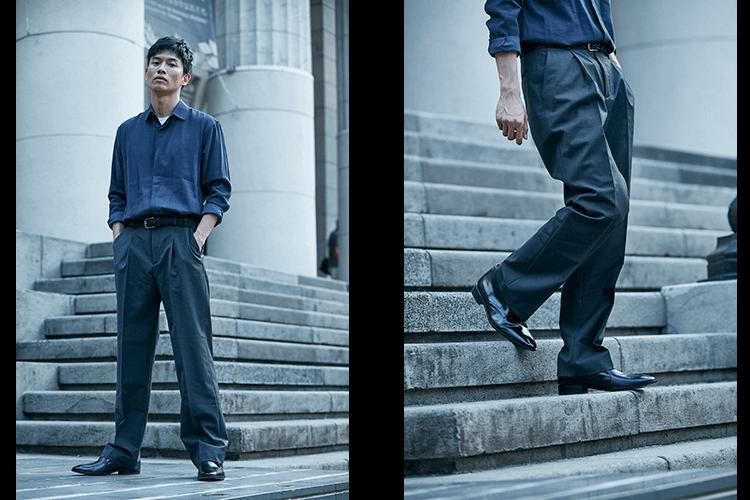 一名男人穿著灰色落地褲與短靴