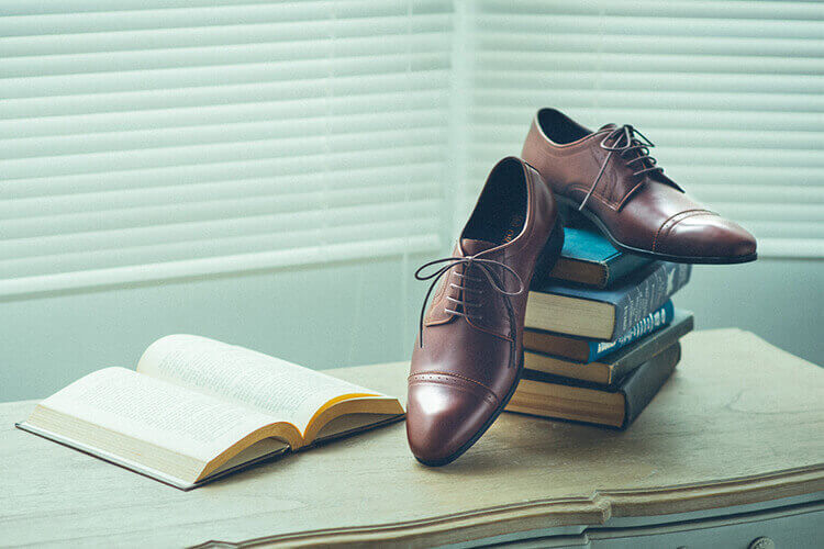 林果鋸齒橫式雕孔德比鞋
