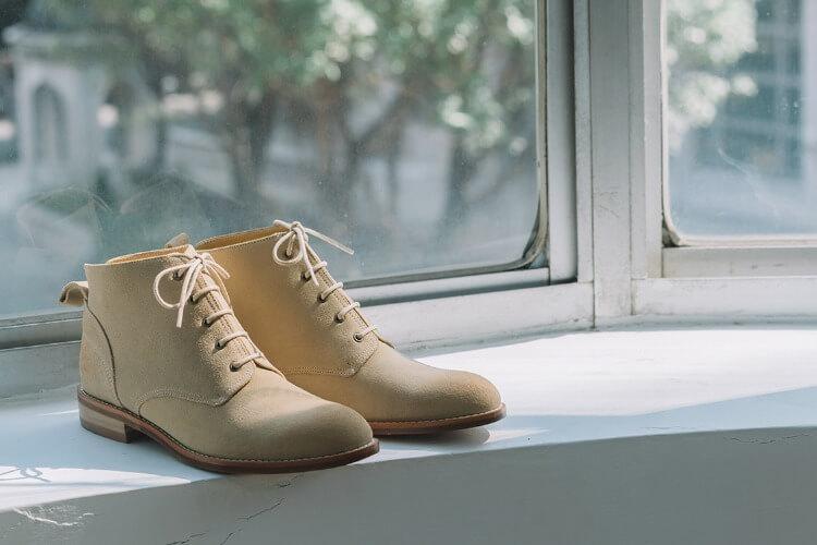 素面麂皮德比踝靴米白色