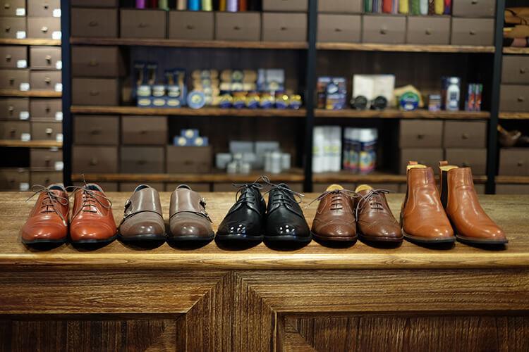 擺在桌上的林果鞋款們