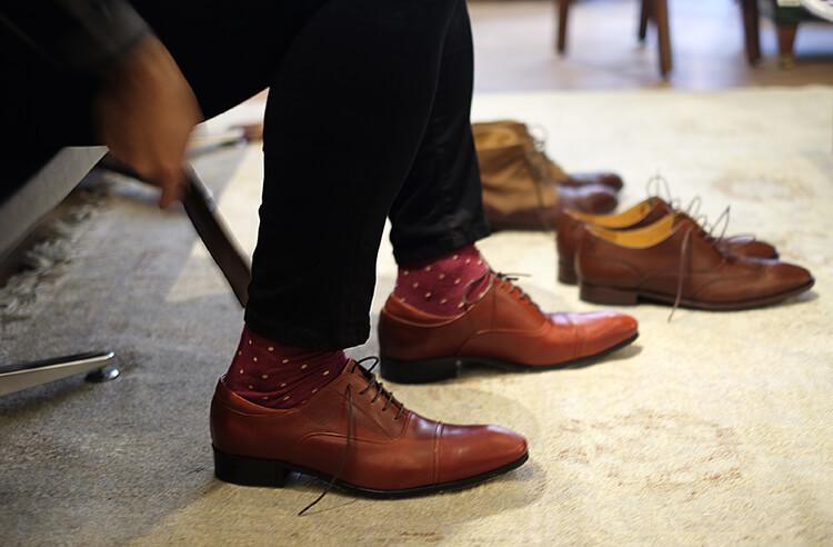 彩色花襪與牛津鞋