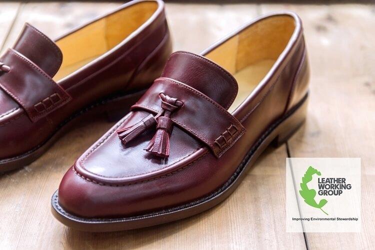 酒紅流蘇樂福鞋與LWG認證標章