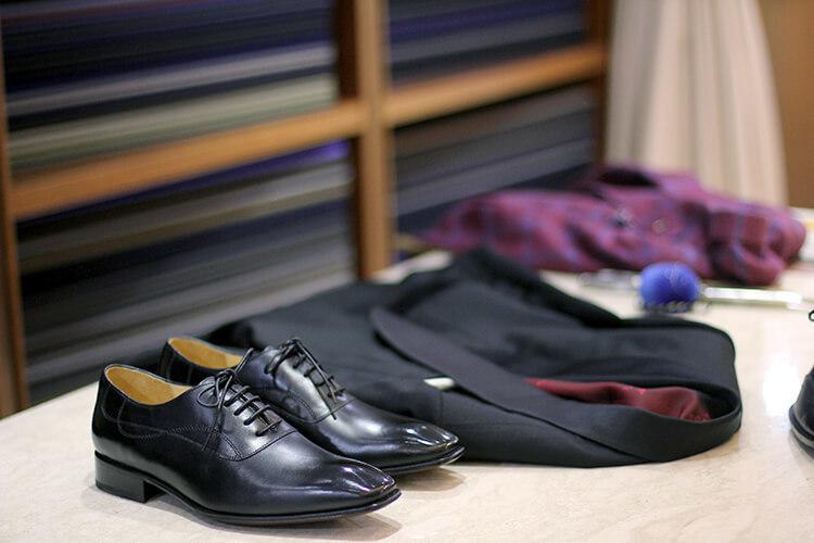 黑西裝與黑色牛津鞋