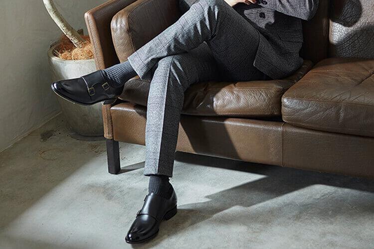 , 灰色西裝與黑色皮鞋搭配千鳥格紋紳士襪