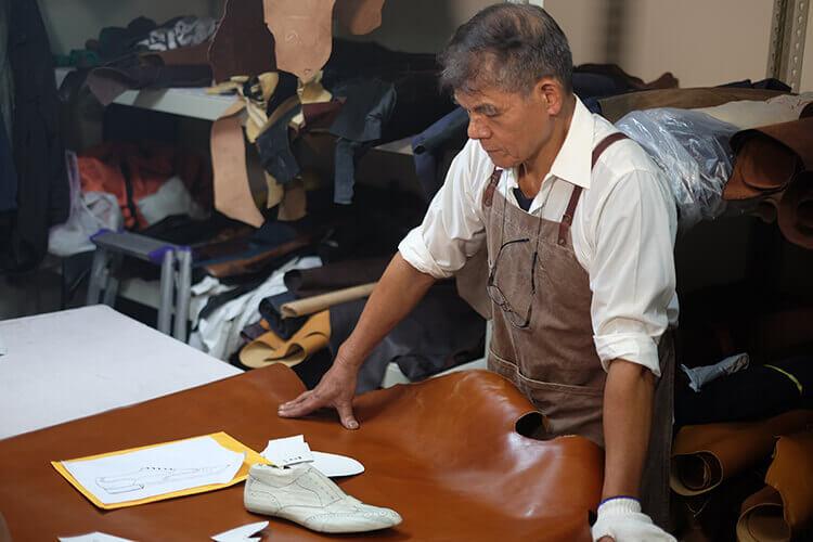 製鞋前的皮革檢查與皮料判斷