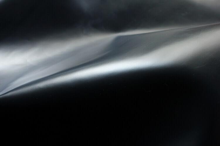 油感皮所展現的豐富油性光澤感