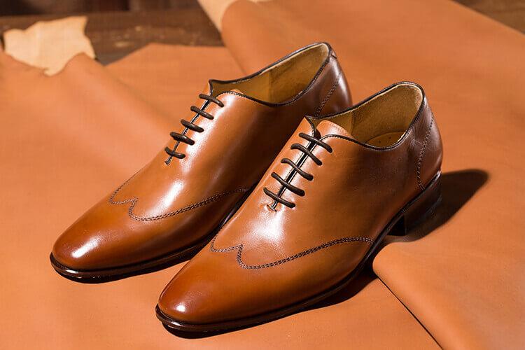 蠟感皮所製作的whole-cut牛津鞋