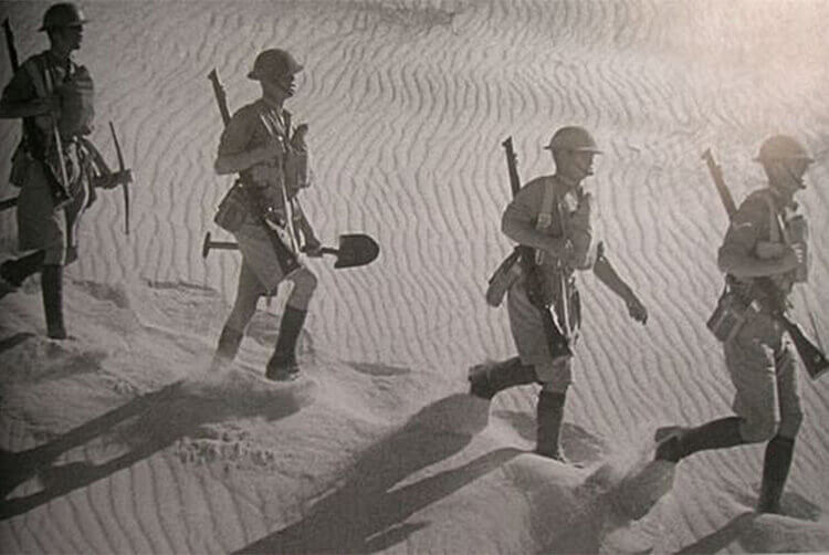 Desert Boots沙漠靴來自Nathan Clark為士兵的改良適合行走於沙漠的靴子