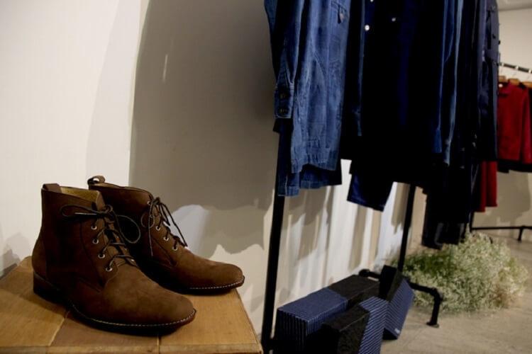 SYNDRO 展架與軍靴