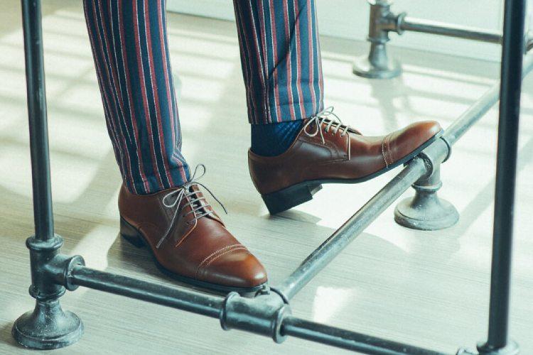 林果良品鋸齒橫飾雕孔德比鞋 可可咖色