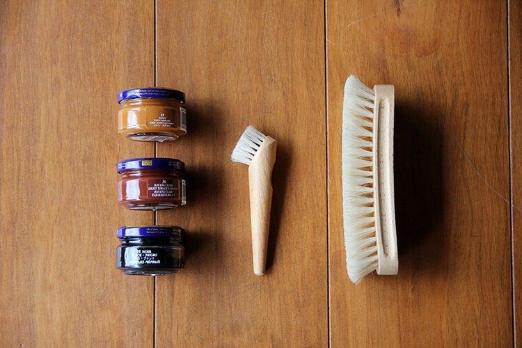 蜜蠟與鞋刷與鞋油刷