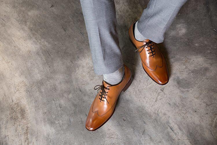 皮底皮鞋的鞋邊沿條做工俯視