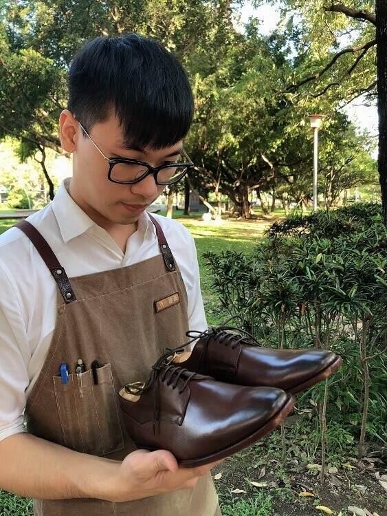 台中園道店建豪推薦-鑲邊飾線德比鞋