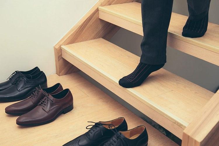 皮鞋擺放不交疊維持通風