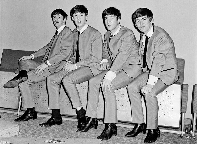 搖滾樂團披頭四穿著的尖頭古巴跟的雀爾喜靴