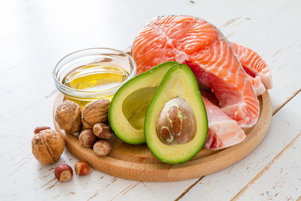 清除壞膽固醇的食物:鮭魚、酪梨、堅果