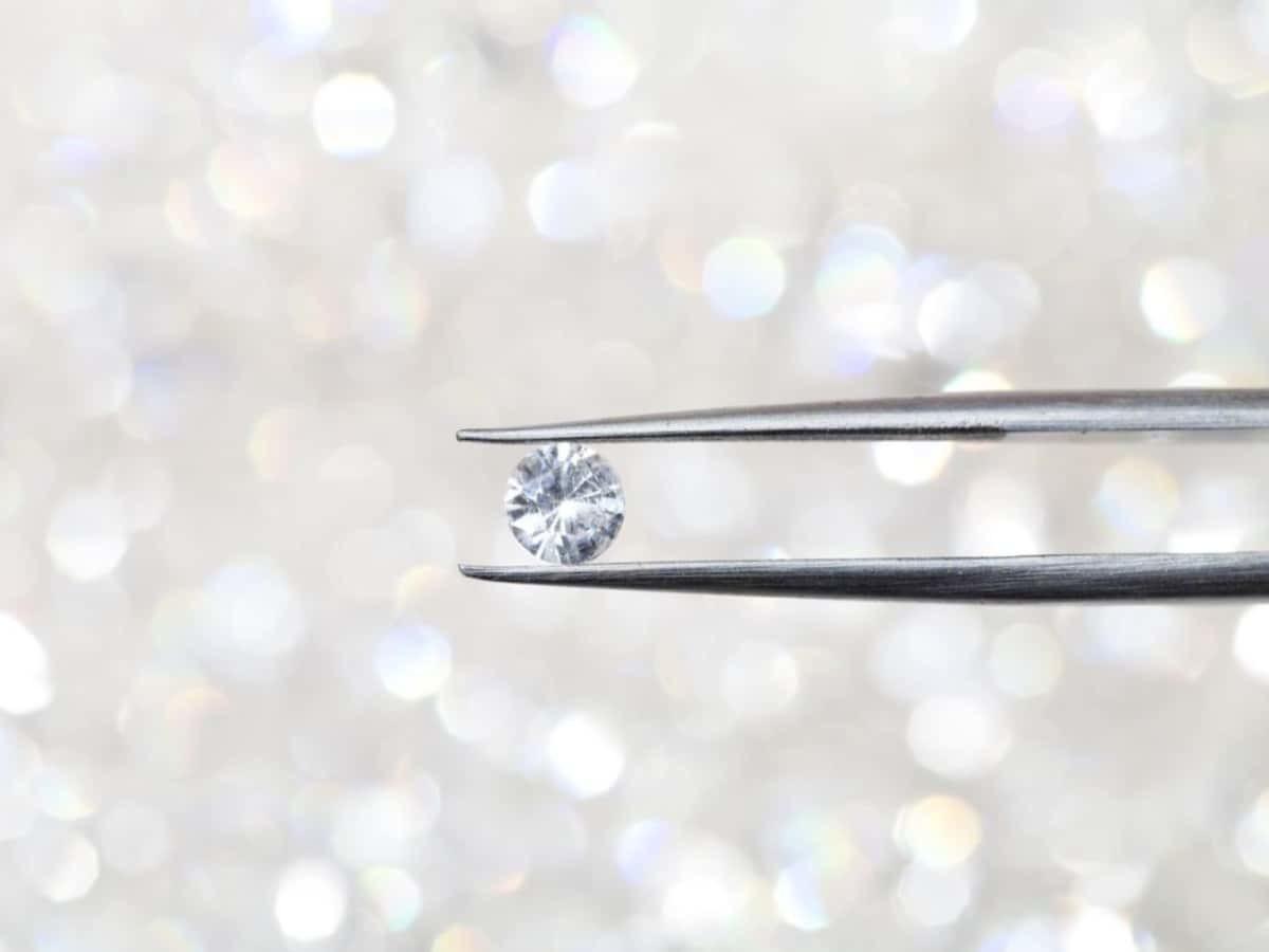 鑽石是所有礦石中硬度最高者,又稱金剛石。