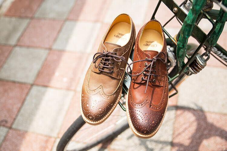 林果良品 長翼紋德比膠底休閒鞋 亞麻色與紅棕色