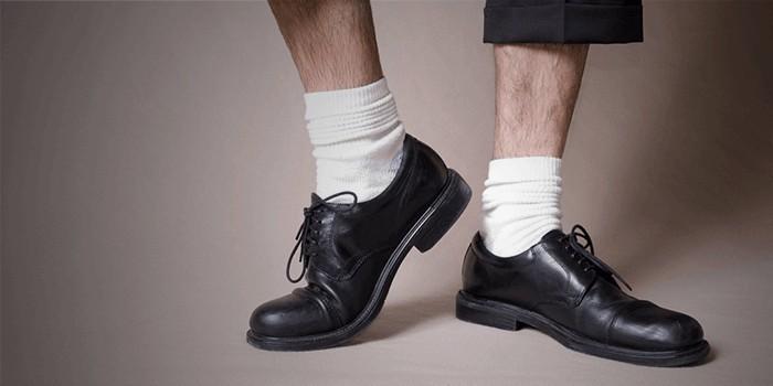 黑鞋配白襪