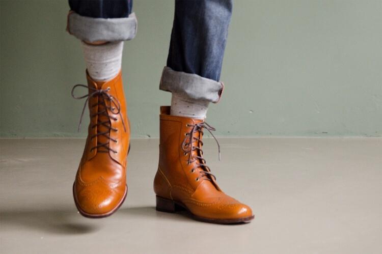 林果良品 翼紋德比皮底靴 栗焦糖色