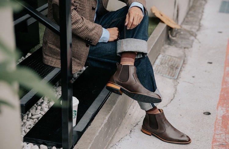 卻爾喜靴可以輕鬆穿脫的鬆緊帶設計