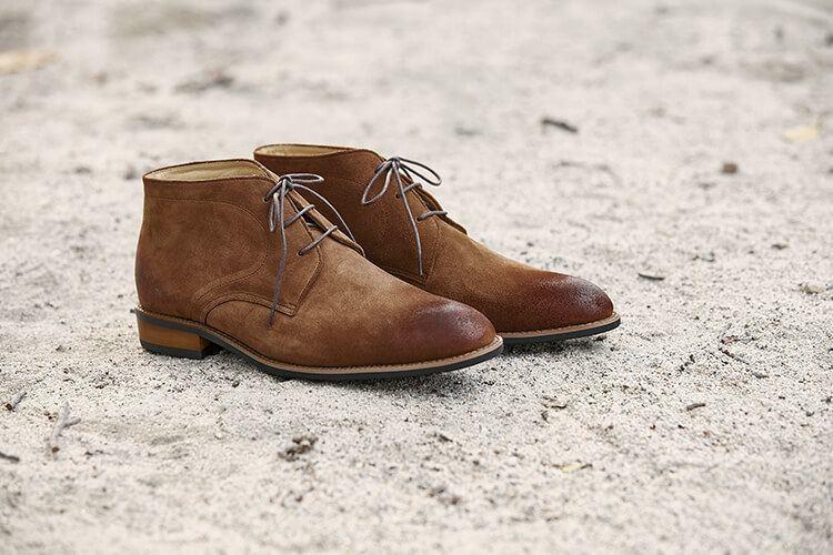 林果良品的查卡膠底靴3M防潑水駱駝棕色