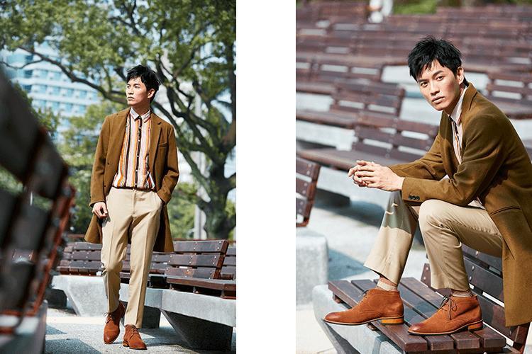 查卡靴休閒搭配大地色系大衣與卡其褲