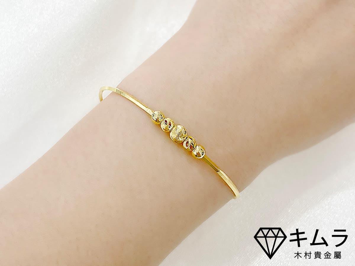 全以黃金打造的轉運珠手飾,象徵仕途順利。