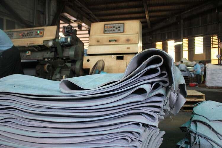 鉻鞣機器所製成的藍濕皮